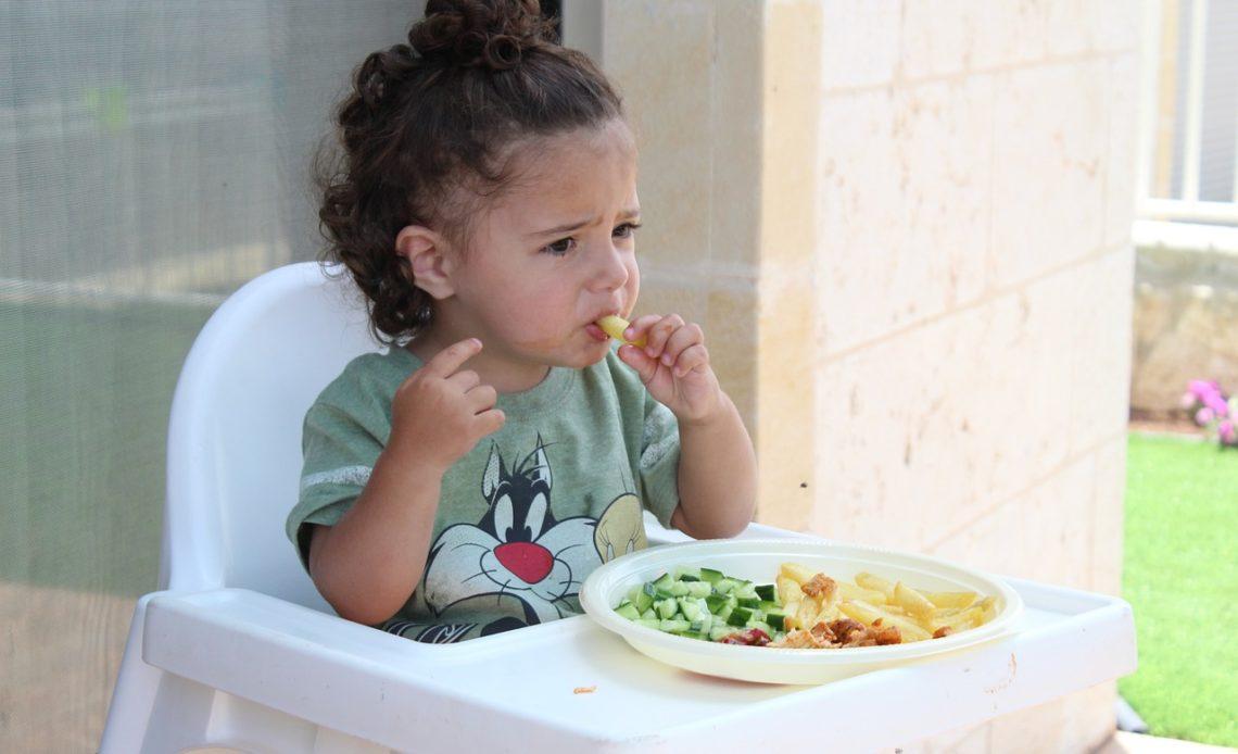 Apprendre à manger aux enfants