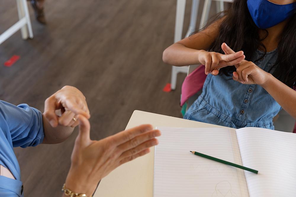 apprentissage langue des signes