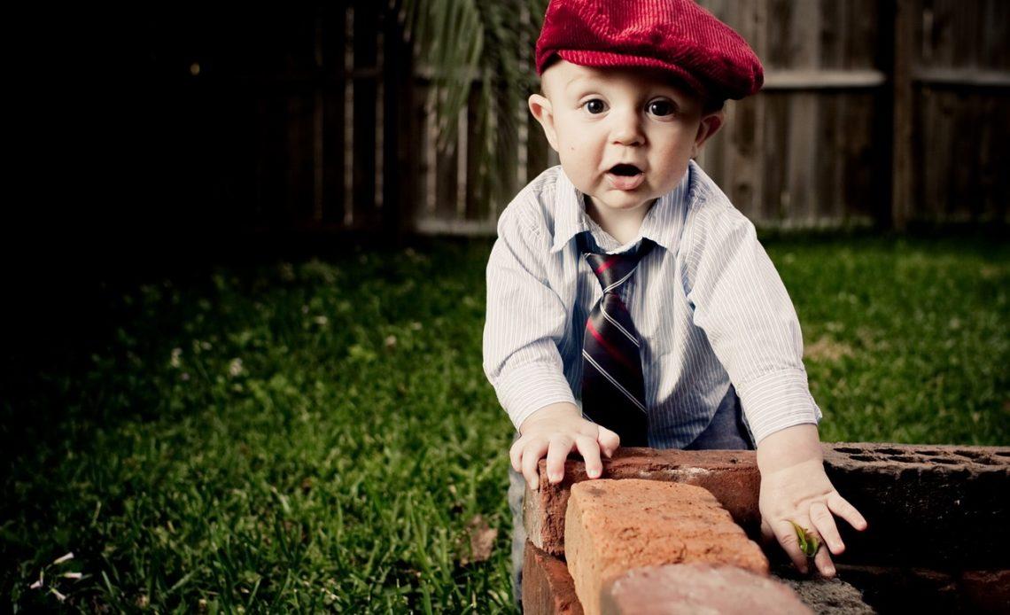 habiller son bébé garçon