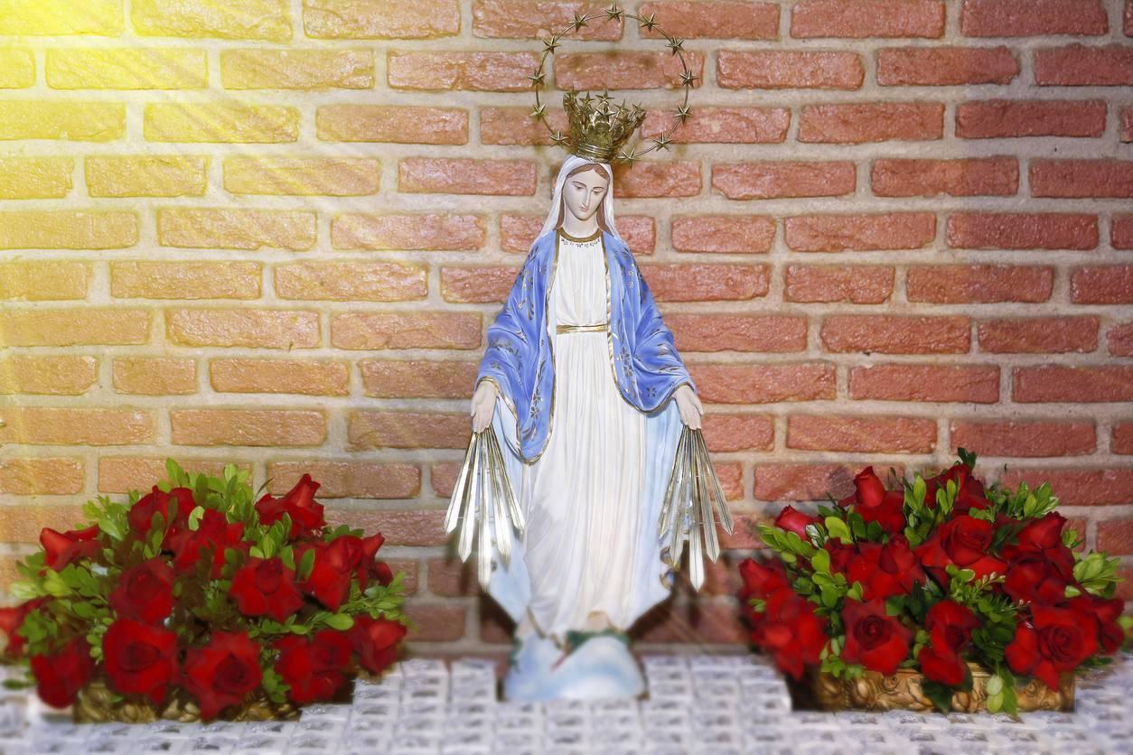 objets religieux statue de la Vierge Marie